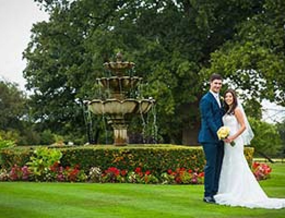 Professional Wedding Photography at The Lawn Rochford – Kirsty and Spencer
