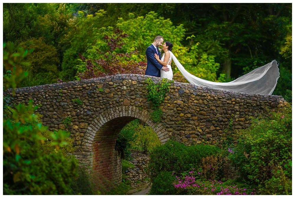 Get natural looking wedding photos